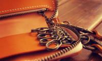イエローレザーのキーケース金具