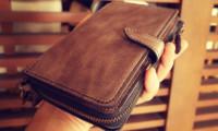財布と携帯ケースの合わさったレザー製品